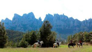 Tour a Montserrat y paseo a caballo