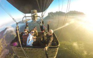Tour a Montserrat y vuelo en globo